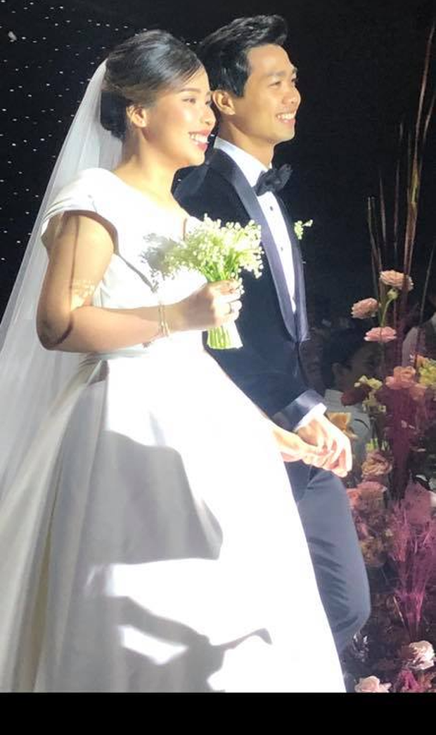 Tiết lộ nội dung thư và quà Công Phượng và Viên Minh tặng bạn bè tới dự đám cưới ở Phú Quốc - Ảnh 2.