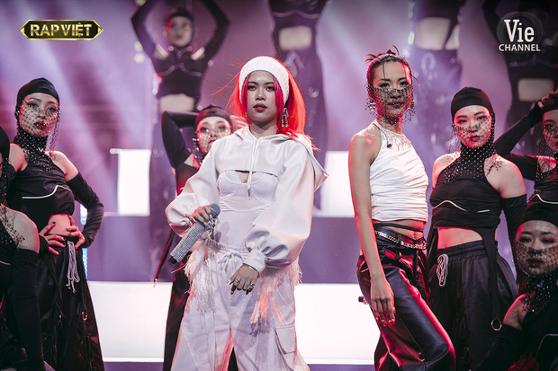 Có nữ nghệ sĩ ngồi ngay cạnh Suboi tại gala Rap Việt nhưng không được lên sóng, thậm chí có cả tiết mục kết hợp? - Ảnh 2.