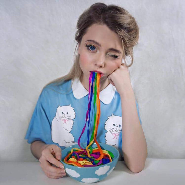 Nàng hotgirl xinh đẹp người Nga sở hữu gần 5 triệu follower trên MXH, vào tài khoản cá nhân ai cũng giật mình vì loạt ảnh quái dị - Ảnh 7.