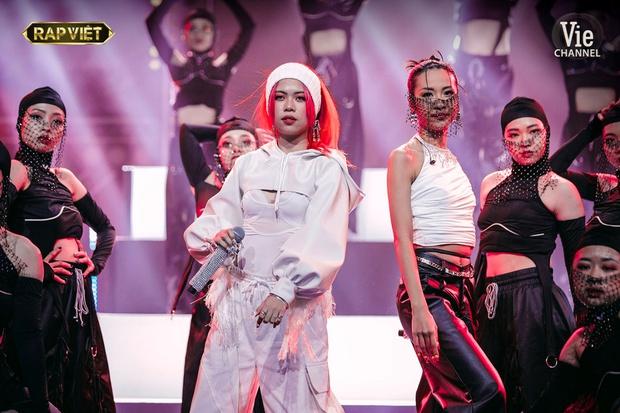 Sân khấu kết hợp giám khảo Rap Việt: Dàn sao quá trưng trổ, thí sinh càng dễ bay màu - Ảnh 10.