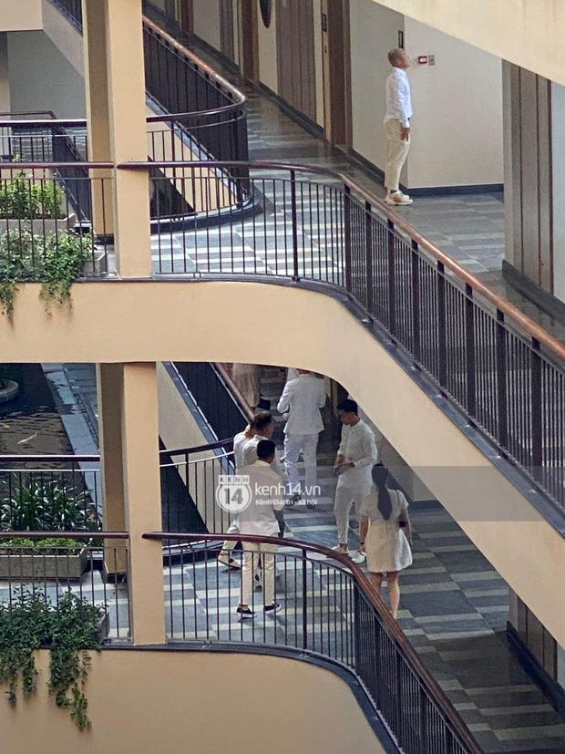 Hội bạn thân Công Phượng và dàn khách mời lên đồ tông trắng chuẩn dresscode, nhìn từ xa mà đẹp như tranh! - Ảnh 6.