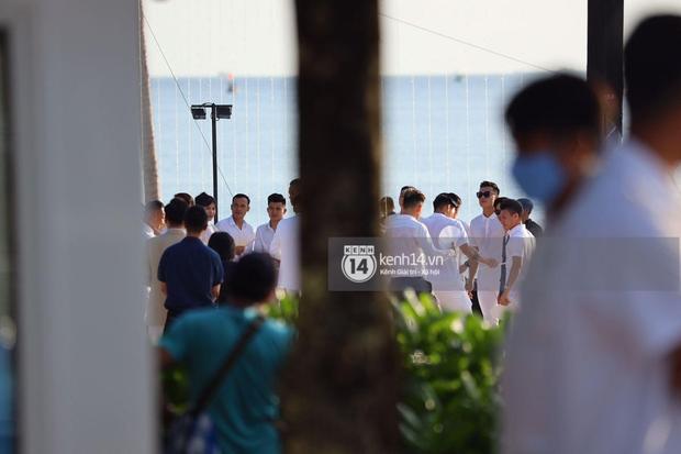 Hội bạn thân Công Phượng và dàn khách mời lên đồ tông trắng chuẩn dresscode, nhìn từ xa mà đẹp như tranh! - Ảnh 11.