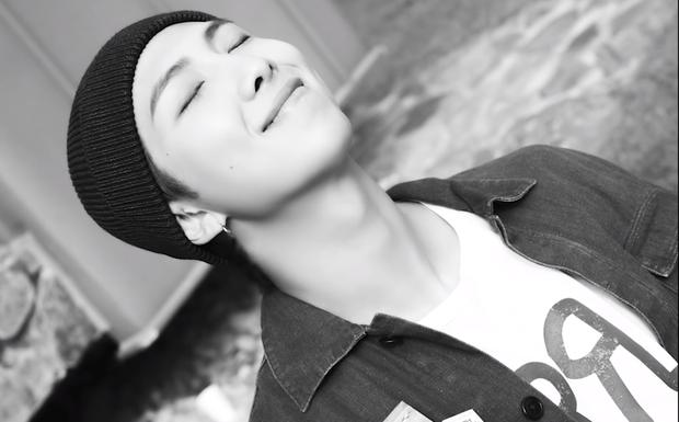 Teaser MV thứ 2 của BTS toàn ảnh đen trắng khác hẳn teaser 1, nhưng sao cả nhóm nhìn buồn thế này? - Ảnh 7.