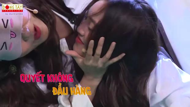 Lâm Vỹ Dạ - Lan Ngọc gây bão với nụ hôn bách hợp trên sóng truyền hình - Ảnh 4.
