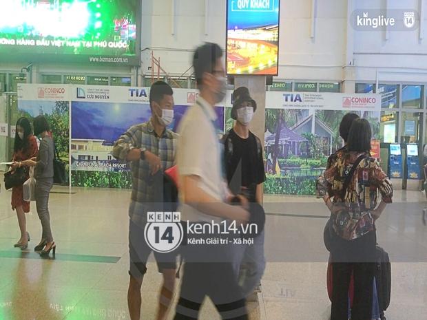 Công Phượng - Viên Minh tươi rói tại sân bay Phú Quốc, quân đoàn cầu thủ đã về tới khách sạn chuẩn bị cho hôn lễ - Ảnh 21.