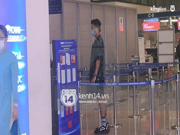 Công Phượng - Viên Minh tươi rói tại sân bay Phú Quốc, quân đoàn cầu thủ đã về tới khách sạn chuẩn bị cho hôn lễ - Ảnh 24.