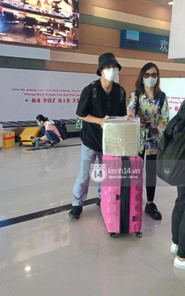 Công Phượng - Viên Minh tươi rói tại sân bay Phú Quốc, quân đoàn cầu thủ đã về tới khách sạn chuẩn bị cho hôn lễ - Ảnh 4.