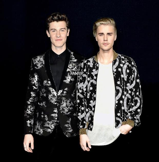 Dập tan tin đồn hiềm khích, Justin Bieber và Shawn Mendes rủ nhau ra nhạc chung nhưng từ tiêu đề đến teaser tưởng mừng Halloween trễ? - Ảnh 1.