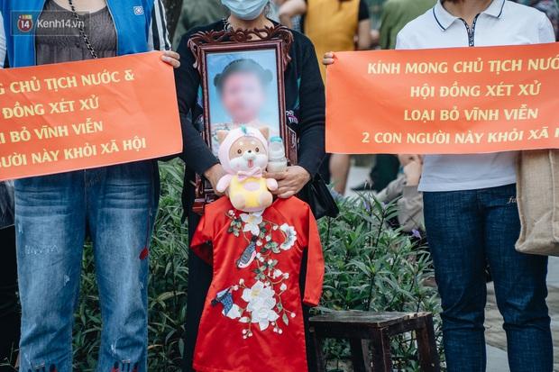 Toàn cảnh phiên tòa nhiều nước mắt vụ án mẹ đẻ và bố dượng bạo hành con gái 3 tuổi đến chết - Ảnh 3.