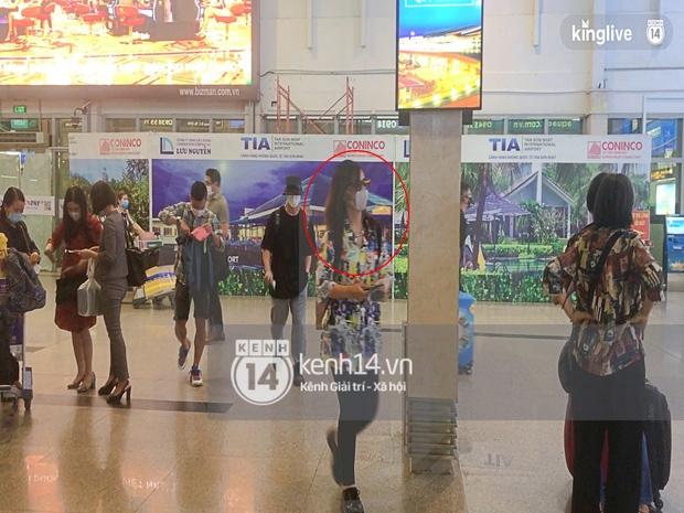 Công Phượng - Viên Minh tươi rói tại sân bay Phú Quốc, quân đoàn cầu thủ đã về tới khách sạn chuẩn bị cho hôn lễ - Ảnh 20.