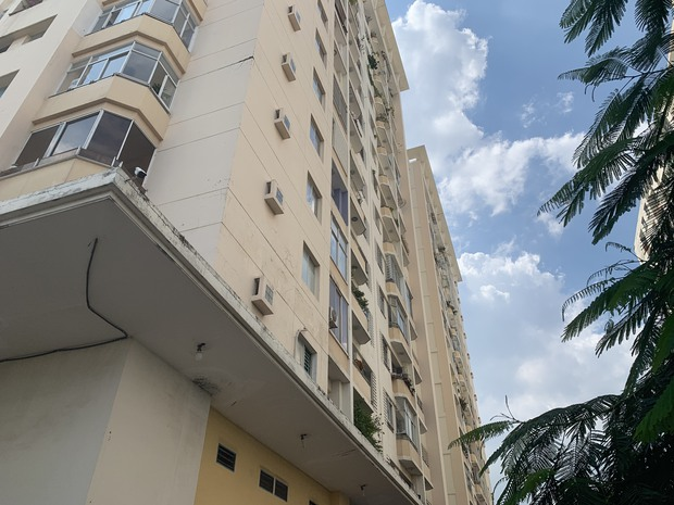 The case of the woman 's death, her body was not intact: The camera recorded the moment when the victim climbed on the balcony and jumped upstairs - Picture 2.