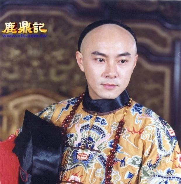 6 chàng Vi Tiểu Bảo của Cbiz: Huỳnh Hiểu Minh đen tình đỏ nghiệp, Châu Tinh Trì nợ đầm đìa, bạn thân Dương Tử bị chê nhất - Ảnh 3.