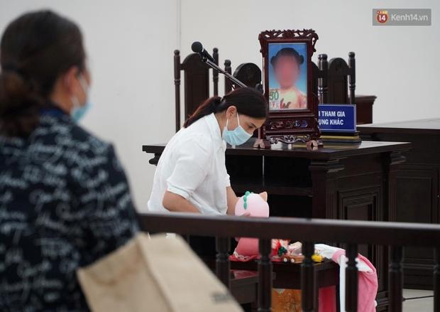 Tuyên án tử hình với bố dượng, tù chung thân với mẹ đẻ vụ bạo hành bé gái 3 tuổi tử vong - Ảnh 3.