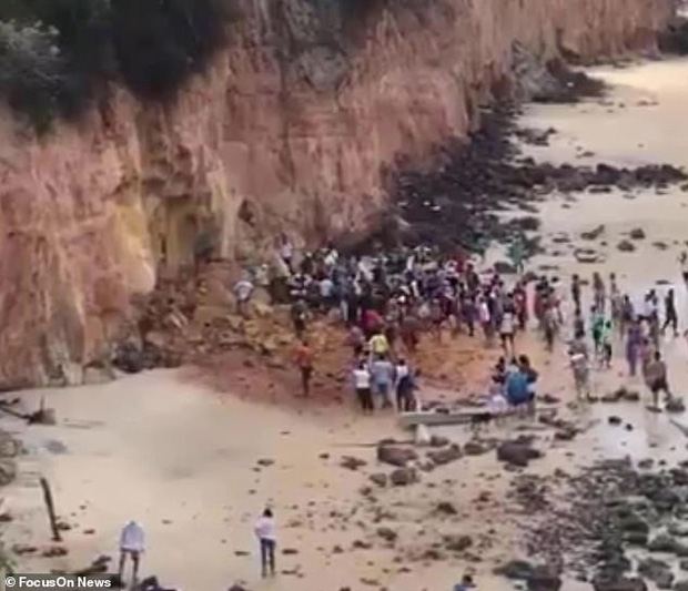 Đi nghỉ mát ở biển, cả gia đình 3 người chết thảm vì vách núi đổ sập xuống, tư thế của người mẹ khi tìm thấy xác khiến ai cũng đau xót - Ảnh 3.