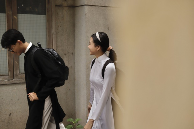 Vào mà xem nam sinh, nữ sinh cùng mặc áo dài đi học, nhìn cưng xỉu! - Ảnh 4.
