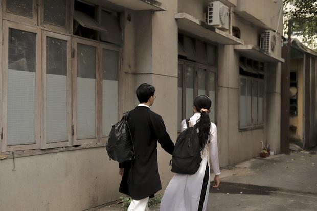Vào mà xem nam sinh, nữ sinh cùng mặc áo dài đi học, nhìn cưng xỉu! - Ảnh 5.