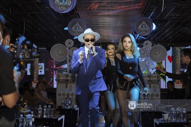Soobin Hoàng Sơn chính thức đổi nghệ danh, sẵn tiện cũng ờ mây zing gút chóp cà khịa Binz ngay tại buổi họp báo ra mắt E.P The Playah - Ảnh 12.