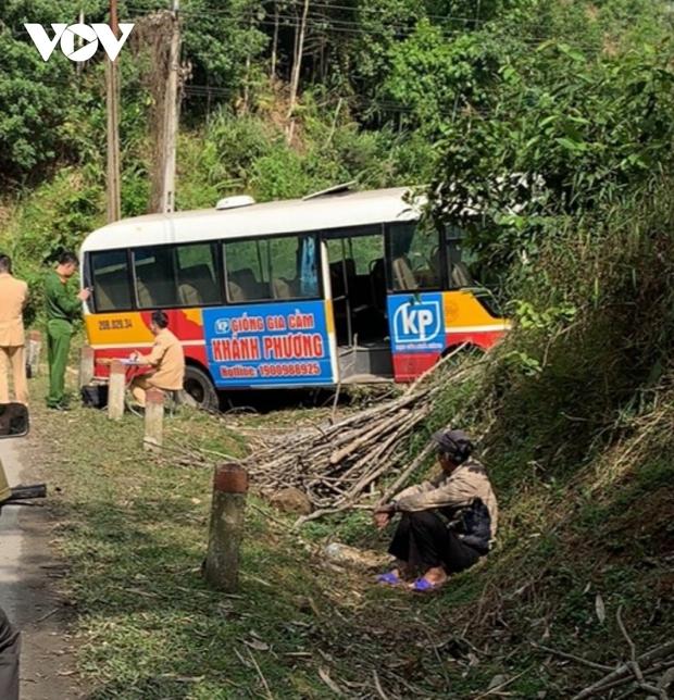 Xe bus mất phanh đâm vào taluy, 6 người bị thương ở Bắc Kạn - Ảnh 1.