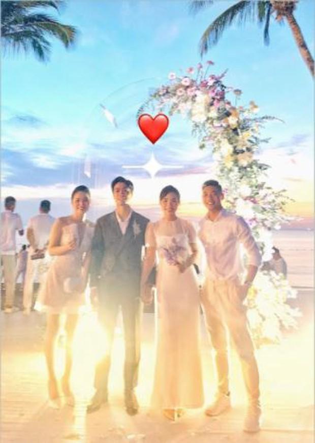 Hậu đám cưới Công Phượng và Viên Minh: Khách mời chill bên bờ biển đẹp như tranh, khoe ảnh long lanh cùng cô dâu chú rể - Ảnh 1.