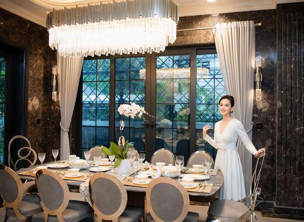 Mãn nhãn không gian biệt thự bạc tỷ của Lã Thanh Huyền: Rộng hàng trăm m2, sang như khách sạn, sân vườn chiếm spotlight - Ảnh 2.