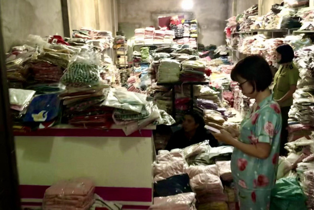 Quảng Ninh thu giữ gần 1.300 sản phẩm giả mạo nhãn hiệu nổi tiếng - Ảnh 1.