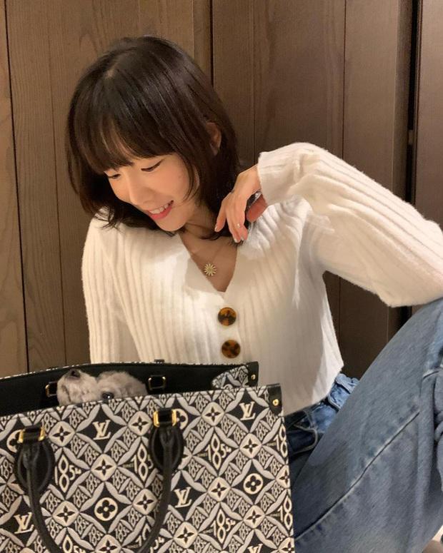 Đáng sắm nhất lúc này là áo len trắng vì có 10 cách diện trang nhã đẹp mê, nàng nào cũng áp dụng được - Ảnh 3.