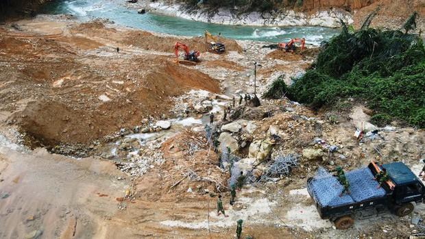 Cận cảnh những khối bê tông khủng nghi vùi lấp nạn nhân mất tích ở Rào Trăng 3 - Ảnh 8.