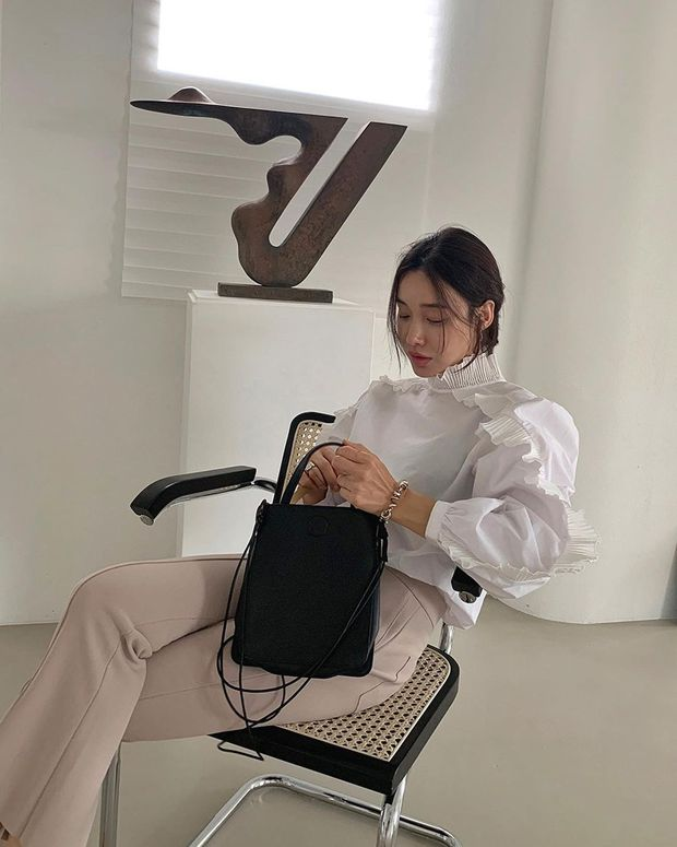 Những chiếc áo bánh bèo đang chiếm sóng Instagram sao Việt dạo này, nhìn rườm rà vậy thôi chứ dễ mix đồ lắm - Ảnh 4.