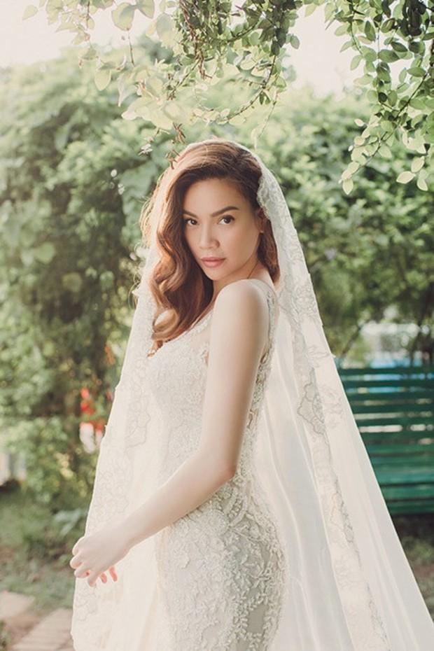 Hà Hồ bất ngờ nhá hàng ảnh mặc váy cưới hậu sinh đôi, netizen giật mình nhớ lại hình Kim Lý diện đồ chú rể từ 5 tháng trước - Ảnh 5.