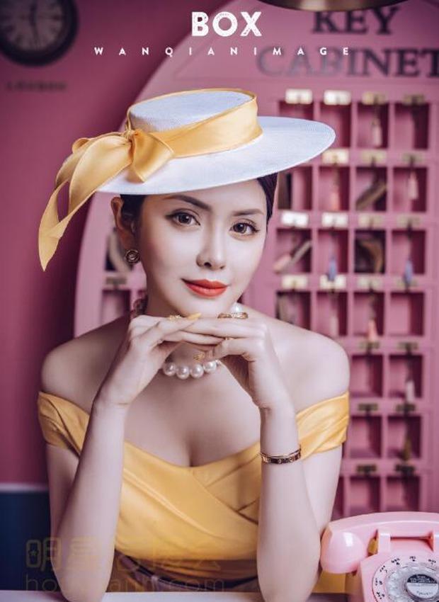 Nữ người mẫu, streamer siêu vòng một thường xuyên khoe hình ảnh gợi cảm lên sóng và cái kết... hối không kịp - Ảnh 1.