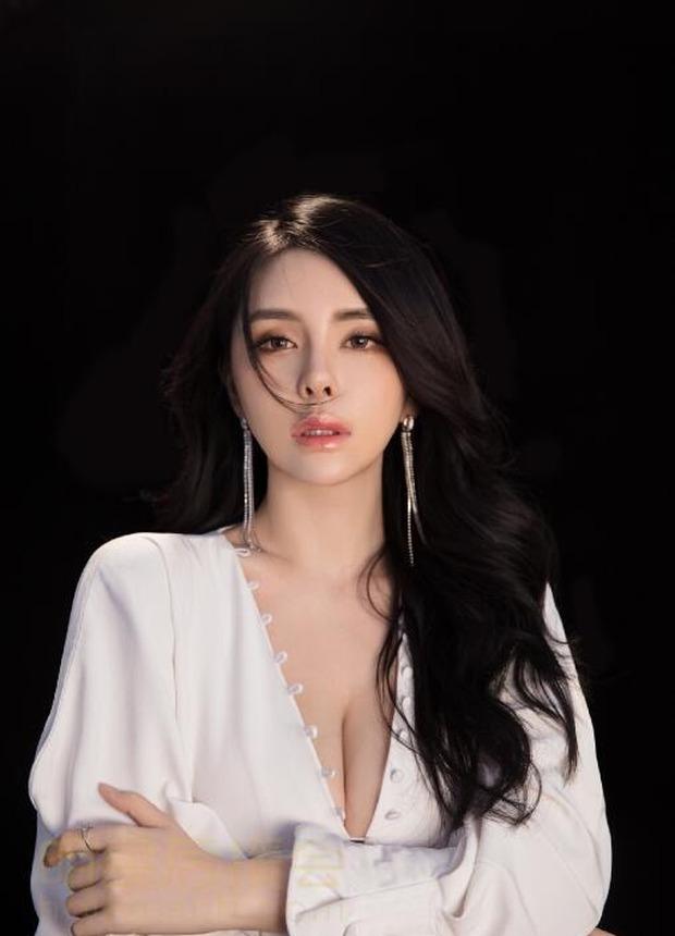 Nữ người mẫu, streamer siêu vòng một thường xuyên khoe hình ảnh gợi cảm lên sóng và cái kết... hối không kịp - Ảnh 11.