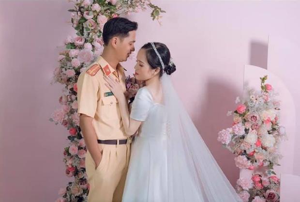 Đám cưới định mệnh hot rần rần MXH: Bị xử lý vi phạm giao thông, hơn 1 năm sau cô gái cưới luôn... anh cảnh sát - Ảnh 2.