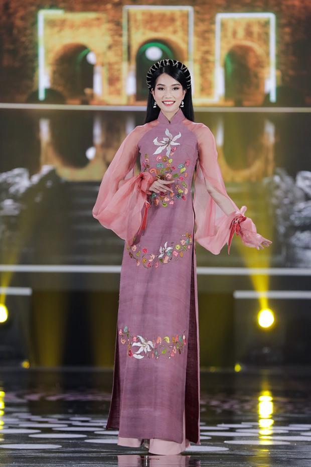 """Đọ thành tích top 3 Hoa hậu Việt Nam 2020: Á hậu 1 """"vượt mặt"""" cả Hoa hậu lẫn Á hậu 2 - Ảnh 2."""