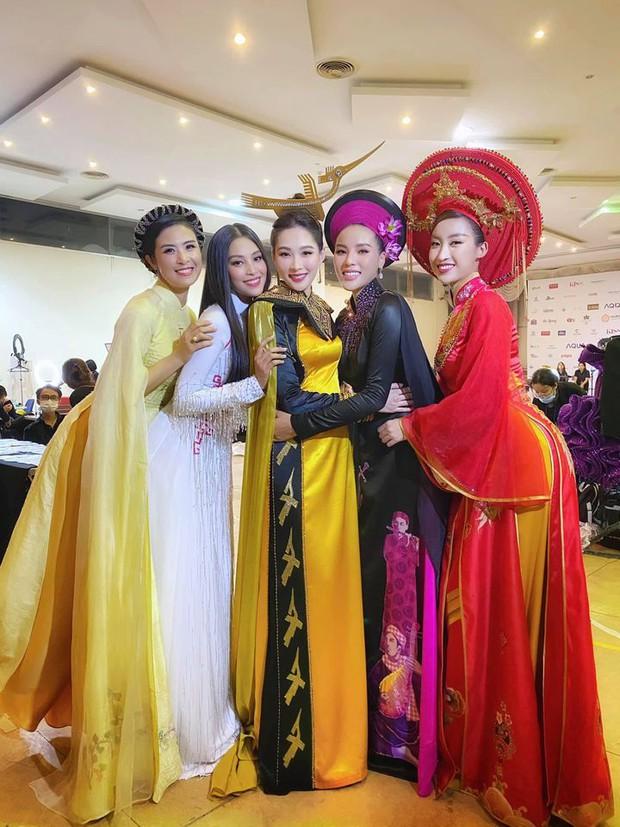 Bức ảnh hot nhất đêm qua: 5 Hoa hậu của thập kỷ hội tụ chung khung hình, thần tiên tỷ tỷ Đặng Thu Thảo lu mờ cả dàn mỹ nhân - Ảnh 2.