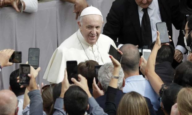 Tài khoản Instagram của Giáo hoàng Francis like ảnh mẫu nữ hở hang, Vatican lập tức tiến hành điều tra - Ảnh 1.