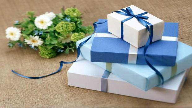 Học sinh các nước tặng quà gì cho thầy cô trong ngày Nhà giáo: Nga chỉ tặng hoa trắng, xem đến Hàn Quốc giật mình vì quá khác biệt - Ảnh 3.
