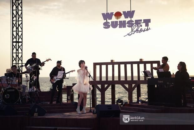 Những khoảnh khắc đẹp nhất tại WOW Sunset Show: Lê Hiếu chilling cùng khán giả, Nguyên Hà diễn live album trước biển hoàng hôn - Ảnh 7.