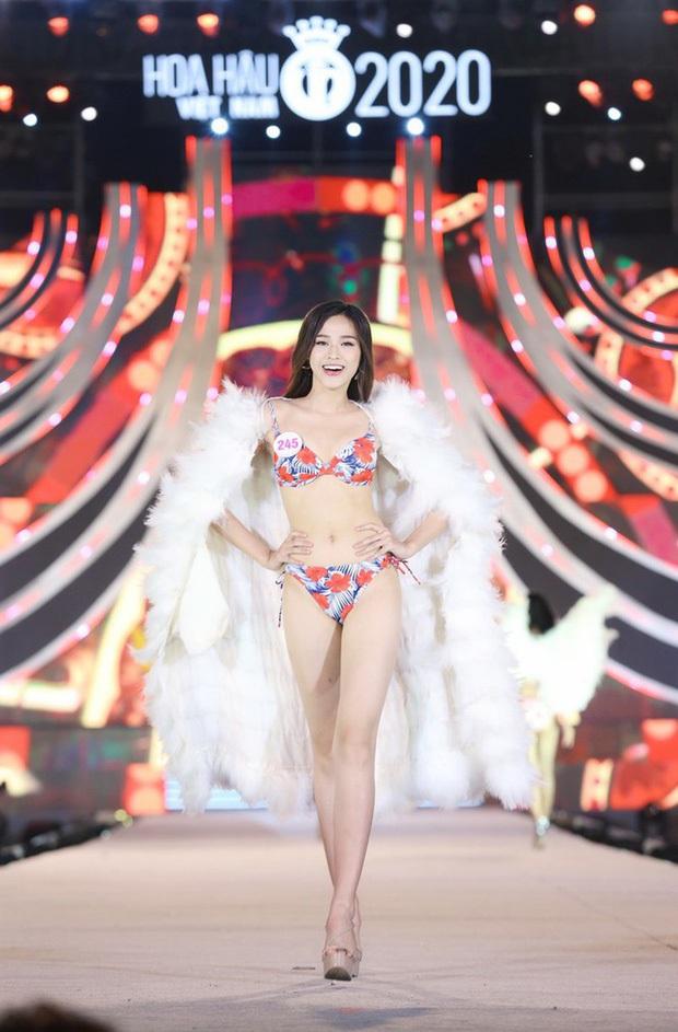 Nhan sắc và tất tần tật về Tân Hoa hậu Việt Nam 2020 Đỗ Thị Hà: Sinh viên ĐH Kinh tế Quốc dân chân dài kỉ lục 1m11, body nóng bỏng tay - Ảnh 5.
