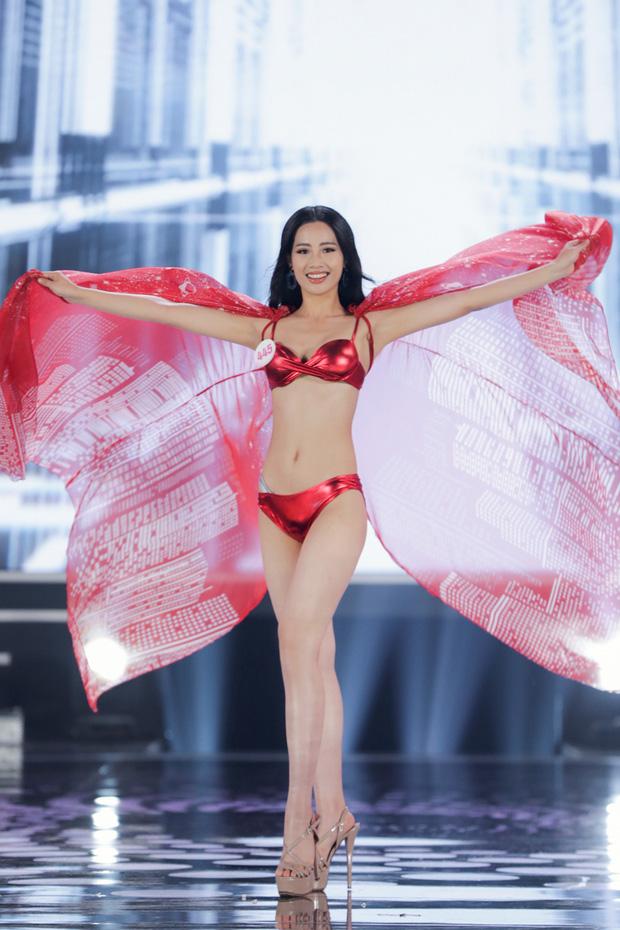 Bỏng mắt ngắm Top 22 Hoa hậu Việt Nam trình diễn bikini: Body đỉnh cao, bạn gái Đoàn Văn Hậu sáng bừng khung hình - Ảnh 4.