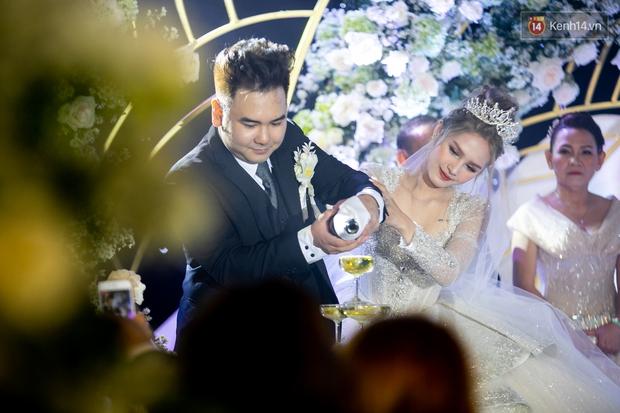 Hội gái xinh bỏ cuộc chơi từ năm 18, 19 tuổi: Người mặc váy cưới 28 tỷ, người được trao 200 cây vàng làm của hồi môn - Ảnh 5.