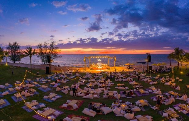 Những khoảnh khắc đẹp nhất tại WOW Sunset Show: Lê Hiếu chilling cùng khán giả, Nguyên Hà diễn live album trước biển hoàng hôn - Ảnh 4.