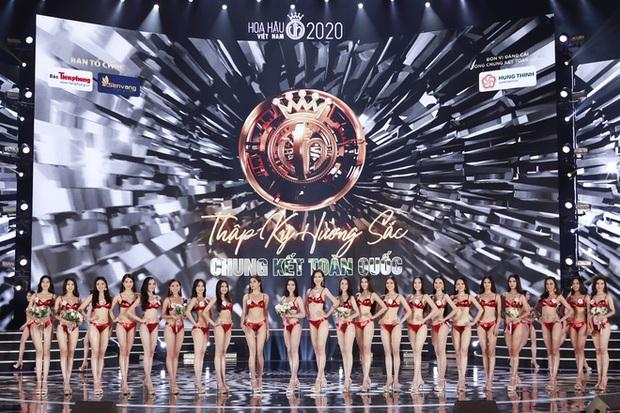 Loạt áo dài in mặt khó hiểu và những bộ bikini đỏ kém sang, phá dáng thí sinh tại chung kết HHVN 2020 - Ảnh 12.