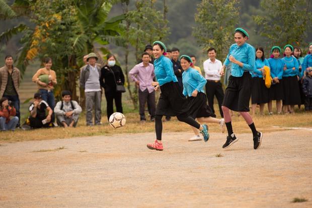 Chết cười với biểu cảm khó đỡ của Mâu Thủy, Khánh Vân, Ngọc Châu... cùng dàn mỹ nhân đình đám khi chơi đá bóng! - Ảnh 8.