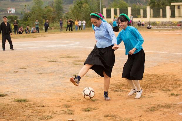 Chết cười với biểu cảm khó đỡ của Mâu Thủy, Khánh Vân, Ngọc Châu... cùng dàn mỹ nhân đình đám khi chơi đá bóng! - Ảnh 9.