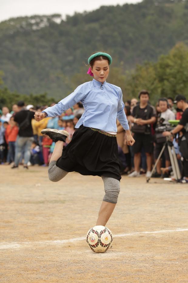 Chết cười với biểu cảm khó đỡ của Mâu Thủy, Khánh Vân, Ngọc Châu... cùng dàn mỹ nhân đình đám khi chơi đá bóng! - Ảnh 7.