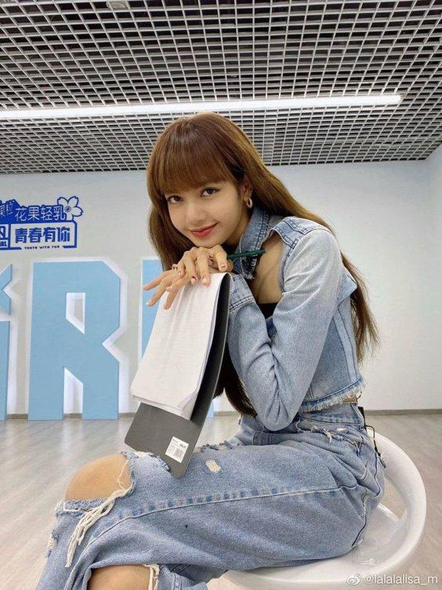 Lisa (BLACKPINK), Thái Từ Khôn, Ngô Diệc Phàm... cùng dàn Idol 9X đi làm thầy cô thành công như thế nào? - Ảnh 1.