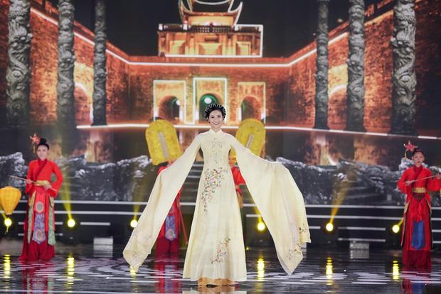 Bức ảnh hot nhất đêm qua: 5 Hoa hậu của thập kỷ hội tụ chung khung hình, thần tiên tỷ tỷ Đặng Thu Thảo lu mờ cả dàn mỹ nhân - Ảnh 3.