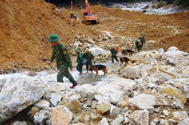 Nhìn gần dòng sông mới Rào Trăng vừa nắn chỉnh để tìm nạn nhân mất tích - Ảnh 7.