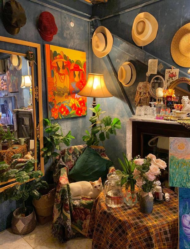 Lạc vào thế giới nghệ thuật với căn phòng DreamRoom của cô gái Đà Lạt: Nhìn thì màu mè nhưng lại chất phết - Ảnh 4.