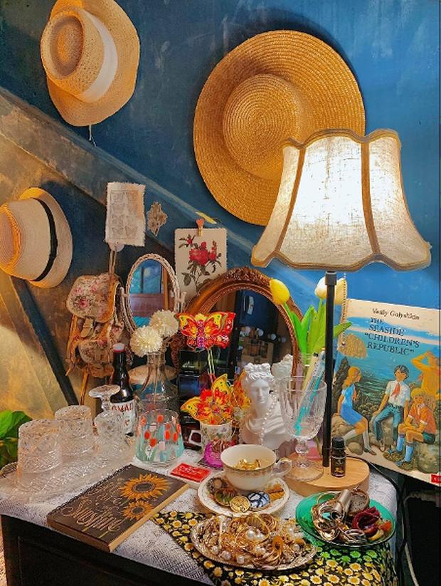 Lạc vào thế giới nghệ thuật với căn phòng DreamRoom của cô gái Đà Lạt: Nhìn thì màu mè nhưng lại chất phết - Ảnh 5.